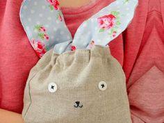 Mit dieser wunderbar detaillierten Anleitung von Mélimélo, kannst Du Dir dieses süße Bunny Bag spielend leicht nachnähen.