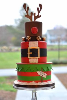 Get inspired by these photos of the loveliest Christmas cakes!