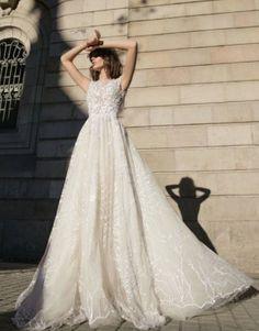 Top Questions to Ask When Interviewing a Wedding Officiant. Wedding dress Liz Martinez
