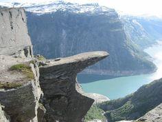 Este espectacular lugar se encuentra en Noruega, y se llama Trolltunga.