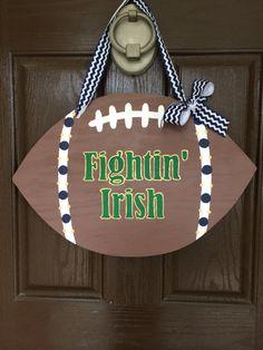 Wooden Notre Dame Football Door Hanger by HappyToz on Etsy Irish Fans, Go Irish, Dame Game, Noter Dame, Notre Dame College, Football Door Hangers, Football Crafts, Sports Signs, Sport Craft