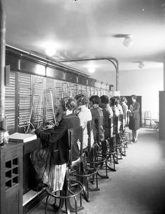 When The Fairmont Royal York opened in the telephone switchboard was 66 feet long and required 35 operators. Telephone Exchange, Cordless Telephone, York Hotels, Canadian History, American History, Vintage Telephone, Old Phone, Vintage Images, Vintage Pictures