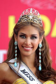 NHA TRANG, JULY 14:-   Venezuela's Dayana Mendoza models her crown after winning the 57th annual Miss Universe competition at the Crown Convention Center in Nha Trang, Vietnam, 14 July, 2008.  EPA/ UNI PHOTO-18E
