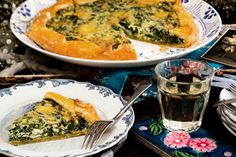 Freeform ricotta and spinach tart Tart Recipes, Cooking Recipes, Spinach Tart, Savory Tart, Blue Cheese, Lunches And Dinners, Ricotta, A Food, Food Processor Recipes