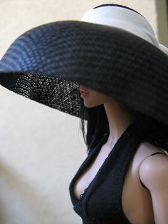 I love this big hat!