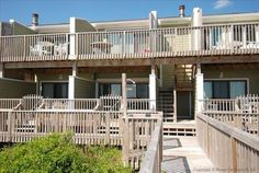Seawalk Condos Unit 8 Kill Devil Hills (North Carolina) Located 5 km from Nags Head, Seawalk Condos Unit 8 offers accommodation in Croatan Shores. Guests benefit from patio.  The kitchen has an oven and there is a private bathroom. A TV is offered.