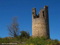 Castillo de Mongay (Viacamp y Litera, Huesca),Es uno de los castillos cristianos del siglo XI situado frente a la marca de los musulmanes. Su nombre primitivo era Monte Gaudio. Su fuero fue concedido por Sancho Ramírez en 1089. En 1143 fue entregado por Ramón Berenguer IV a la Orden del Temple.