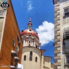 Te presentamos la selección del día: <<ARQUITECTURA>> en Caracas Entre Calles. ============================  F E L I C I D A D E S  >> @ernestodiaz << Visita su galeria ============================ SELECCIÓN @ginamoca TAG #CCS_EntreCalles ================ Team: @ginamoca @huguito @luisrhostos @mahenriquezm @teresitacc @marianaj19 @floriannabd ================ #arquitectura #iglesia #sanpedro #Caracas #Venezuela #Increibleccs #Instavenezuela #Gf_Venezuela #GaleriaVzla #Ig_GranCaracas…