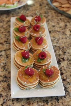 Shower Brunch -mini pancakes These taste as good as they look. The touch of lemon curd and mint add a refreshing flavor.Bridal Shower Brunch -mini pancakes These taste as good as they look. The touch of lemon curd and mint add a refreshing flavor. Brunch Mesa, Brunch Buffet, Party Food Buffet, Brunch Cafe, Dessert Buffet, Simple Bridal Shower, Bridal Shower Party, Bridal Shower Brunch Menu, Bridal Shower Foods