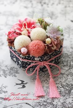 new year in japan Wedding Flower Arrangements, Floral Arrangements, Wedding Flowers, Table Flowers, Paper Flowers, Bouquet Box, Japanese New Year, Ring Pillow Wedding, Japanese Flowers