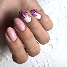 False nails have the advantage of offering a manicure worthy of the most advanced backstage and to hold longer than a simple nail polish. The problem is how to remove them without damaging your nails. Trendy Nails, Cute Nails, Hair And Nails, My Nails, Nail Manicure, Nail Polish, Acryl Nails, Nailart, Minimalist Nails