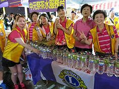 District 300F #LionsClubs (Taiwan) distributed beverages at the Keelung Ghost Festival