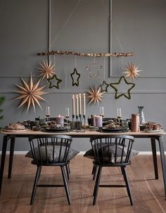 """This is how Nordic Christmas works: God Jul! The Scandi style l .-So wirkt das """"Nordic Christmas"""": God Jul! Der Scandi-Stil lässt – This is how Nordic Christmas works: God Jul! The Scandi style leaves – - Christmas Words, Christmas 2019, Christmas Home, Christmas Leaves, Christmas Design, Merry Christmas, Christmas Squares, Christmas Mantles, Cottage Christmas"""
