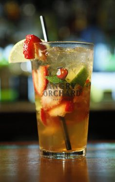 ROSY COOLER Ingredients: 2 medium strawberries, quartered 2 basil leaves, cut into thin strips 2 lime slices ½ oz. simple syrup 1 oz. vanilla-infused vodka 4 oz. Angry Orchard Crisp Apple Cider Preparation: Muddle strawberries and basil in simple syrup. Squeeze, then add 2 lime slices. Fill glass with ice. Add cider and stir. Garnish with strawberry and lime slice.