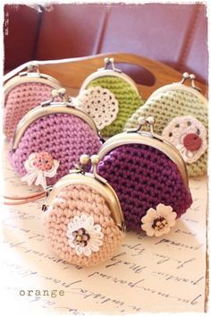 Viv - here is you next Christmas gift for all of the girls! (I'd like one too please!) crochet purse