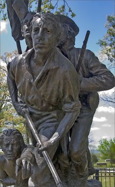 The North Carolina State Monument shown above is a North Carolina memorial of the American Civil War (1861-1865), commemorating the 32 Carolina regiments in action at the Battle of Gettysburg (July 1-3,1863). The monument is a public artwork by Ameri Travel the US for twenty bucks per day.