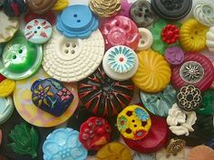 FLOWER BUTTONS 1920s-80s I think I found someone more obsessed then me!