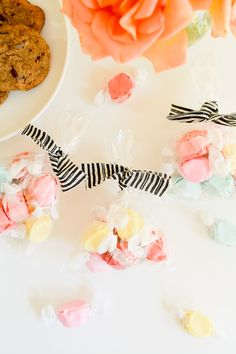 DIY fabric twist ties for baby shower favor bags! www.babyshower.com @cupcakescutlery