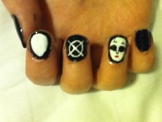 Marble Hornets nails.
