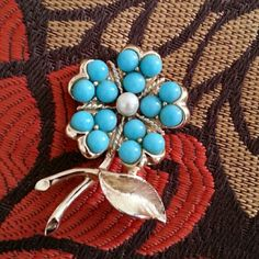 Beautiful Sarah Coventry Brooch Sarah Coventry Brooch - Has wear on the bottom of leaf. Sarah Coventry Jewelry Brooches
