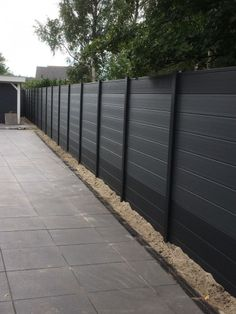 Terrific Free garden fence plastic Ideas No matter if you would like fence tips to specify restrictions in the backyard, cover a strong eyesore, region. Diy Fence, Backyard Fences, Garden Fencing, Front Yard Landscaping, Fence Ideas, Garden Ideas, Modern Fence Design, Horizontal Fence, Pergola Plans