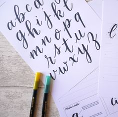 J'apprends le Brush Lettering | Les atelier en ligne du Studio Arabic Calligraphy, Lettering, Stuff Stuff, Punctuation, Learning Shapes, Modern Calligraphy, Writing Words, Pretty Cards, Drawing Letters