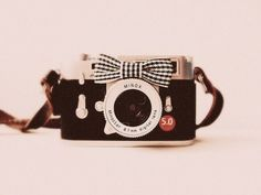 Image shared by pauline)). Find images and videos about cute, photography and vintage on We Heart It - the app to get lost in what you love. Photography Tools, Tumblr Photography, Photography Camera, Photography Equipment, Popular Photography, Old Cameras, Vintage Cameras, Antique Cameras, Photo Girly