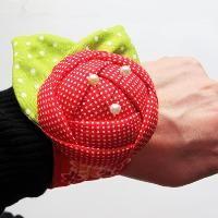 Sewing : Rose Pincushion Cuff