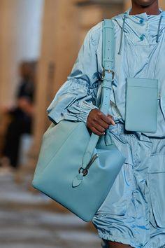 Fashion Bags, High Fashion, Fashion Show, Fashion Accessories, Womens Fashion, Fashion Trends, Best Tote Bags, Prada Spring, Yellow Handbag