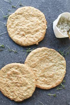 Zelf havermoutbroodjes maken is heel makkelijk en gezond Mix de ingredienten, even in de oven en klaar zijn je warme broodjes! Gourmet Recipes, Low Carb Recipes, Cooking Recipes, Healthy Recipes, Healthy Baking, Healthy Snacks, Gluten Free Puff Pastry, Foods With Gluten, Love Food