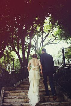 背中のディテールがかわいい ウェディングドレス  by Amy Kuschel. ドレス全て一から作ってくれるサンフランシスコのドレス デザイナーです
