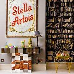 Hellgrau Wohnzimmer mit Bücherregal wallpaper