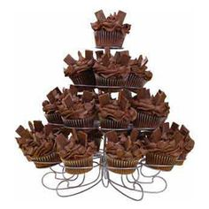 Craving Chocolate Cupcakes - It´s a chocolate lover´s dream. Chocolate cupcakes, decorated in chocolate icing and topped with chocolate chips and chocolate wafer cookies. What´s not to love? Watch our online video.