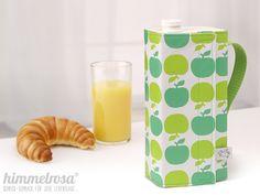 """Ein schön gedeckter Tisch mit einem Getränke-Karton? Wie soll das gehen...?  Die genähte """"Kanne"""" von himmelrosa, für niedrige 1 Liter Kartons (z.B. H-Milch), hilft.  Die """"Kanne"""" hat einen Griff aus..."""