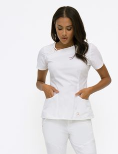 The Asymmetric Top in White is a contemporary addition to women& medical scrub outfits. Shop Jaanuu for scrubs, lab coats and other medical apparel. Nursing Dress, Nursing Clothes, Medical Uniforms, Nursing Uniforms, Stylish Scrubs, Beauty Uniforms, Scrubs Outfit, White Scrubs, Tunic Designs
