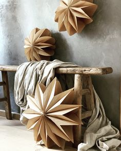 DIY Papiersterne - Scandinavian Design Trends - Have Best Home Decor ! Christmas Makes, Cozy Christmas, Beautiful Christmas, Christmas Crafts, Christmas Decorations, Paper Decorations, Rustic Christmas, Christmas Time, Xmas