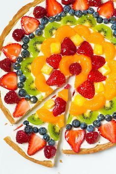 Fruit Pizza - this is one of my favorite summer desserts! Love the sweet cream cheese topping with all the fresh fruit! Fruit Pizza Frosting, Fruit Pizza Bar, Easy Fruit Pizza, Pizza Cups, Fruit Pizzas, Pizza Food, Fruit Tarts, Fruit Food, Dessert Pizza
