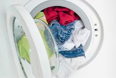 Hot, warm, or cold? How important is the right laundry temperature? This laundry refresher course will have you setting the wash water temperature like a pro. Rust Stains On Clothes, Stain On Clothes, Chest Freezer Organization, Home Organization Hacks, Washing Soda, Washing Machine, Home Office Closet, Homemade Laundry Detergent, Doing Laundry