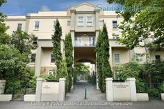 Located in #Carlton #Australia, this beautiful home is within walking distance to #Melbourne's central shopping, the #StateLibrary of Victoria, #ChinaTown and more. Introducing our #homeoftheweek http://ow.ly/XLCEs
