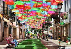 Um teto de guarda chuva...lindo!