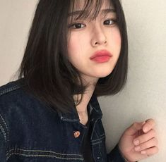 Find images and videos about girl, korean and ulzzang on We Heart It - the app to get lost in what you love. Ulzzang Short Hair, Asian Short Hair, Girl Short Hair, Short Hair Korean Style, Korean Short Hairstyle, Korean Beauty, Asian Beauty, Korean Haircut, Cute Korean Girl