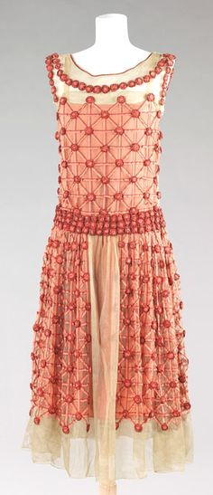 1920s Robe de style by Jeanne Lanvin. It's amazing how this dress looks so current.