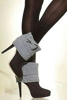 Gray & black cardigan bow booties