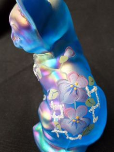 Fenton Carnival Glass Cat Hand Painted Signed B Montgomery Iridescent Blue Fenton Glassware, Antique Glassware, Talavera Pottery, Alley Cat, Glass Animals, Hand Painted Signs, Color Shapes, Carnival Glass, Glass Collection