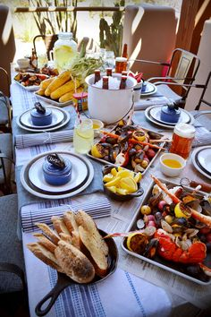 How to Host the Perfect Clam Bake - Backyard Clam Bake put food on big platters; newspaper or kraft paper. real napkins and plates upscale Lobster Bake Party, Shrimp Boil Party, Crab Party, Seafood Party, Seafood Bake, Lobster Dinner, Seafood Dinner, Lobster Boil, Fish Fry Party