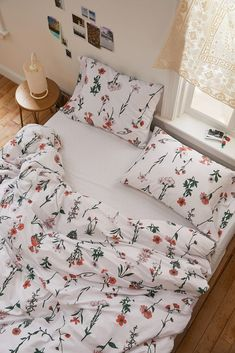 Shop Georgina Stems Duvet Set at Urban Outfitters today. We carry all the latest styles, colors and brands for you to choose from right here. Room Ideas Bedroom, Bedroom Inspo, Bedroom Decor, Bed Room, Bedroom Designs, Modern Bedroom, Master Bedrooms, Cute Room Ideas, Cute Room Decor