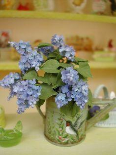 Janny Warnaar, Art of Mini - lilacs Dollhouse Miniature Tutorials, Miniature Dolls, Dollhouse Miniatures, Diy Flowers, Purple Flowers, Paper Flowers, Pretty Flowers, Miniature Plants, Miniature Houses
