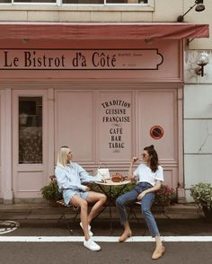 A coffee place A good friend Many things to talk about
