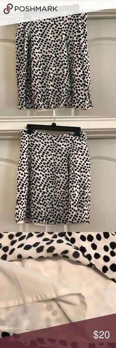 """Black and Cream Skirt Black and cream skirt is fully lined.  Length is 19"""".  Has a zipper on the side and pleats as shown in the pictures. LOFT Skirts Midi"""