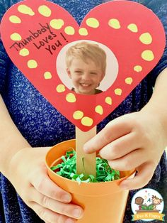 Mother's Day Thumbprint Keepsake Kids Can Make - Pre-K Pages Mothers Day Crafts Preschool, Summer Crafts For Toddlers, Easy Mother's Day Crafts, Holiday Crafts For Kids, Fathers Day Crafts, Craft Projects For Kids, Toddler Crafts, Diy For Kids, Fun Crafts